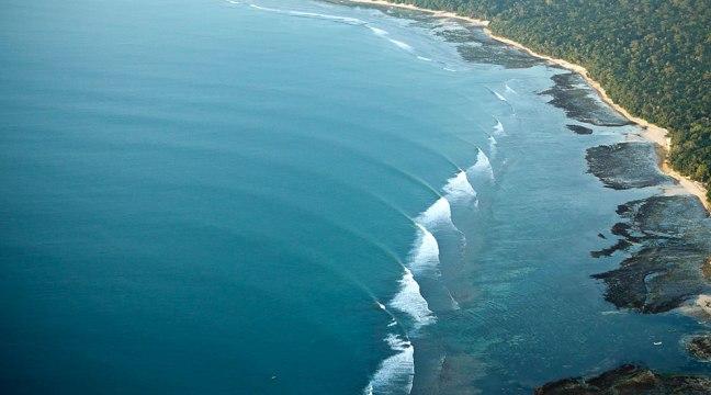 ombak-pantai-plengkung
