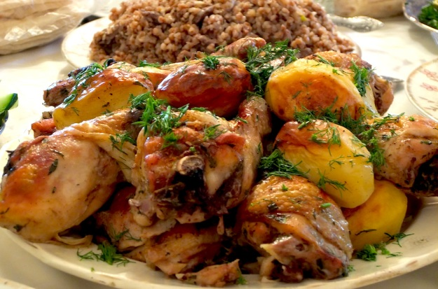 Griled chicken garnished with dill