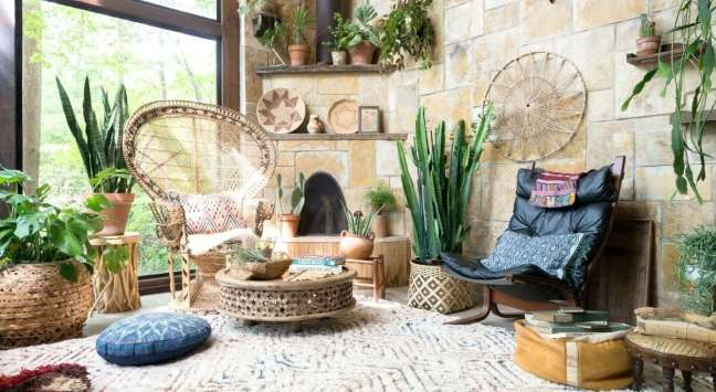 jungalow-interiors-trend-peacock-chairs-in-living-room-with-indoor-plants-and-moroccan-coffee-table-1200x658